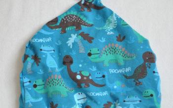 Dinosauriermütze mit süßem Knoten