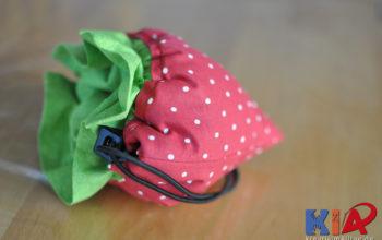 Eine süße Erdbeertasche als Einkaufstasche für unterwegs